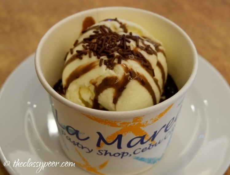 People keep coming back for this delectable warm Brownie cup